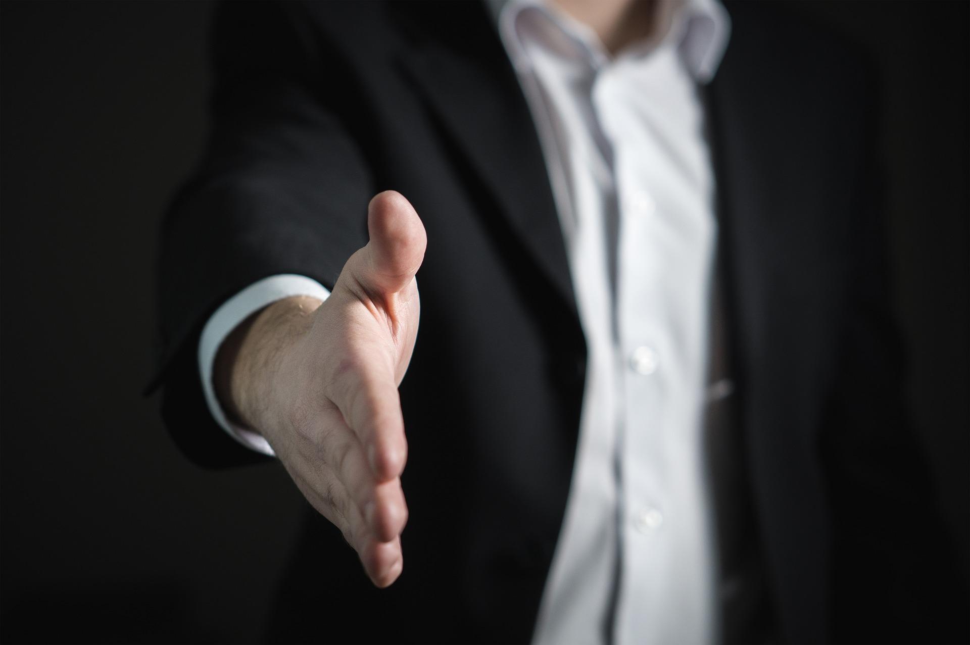 Apprentice 2017 handshake