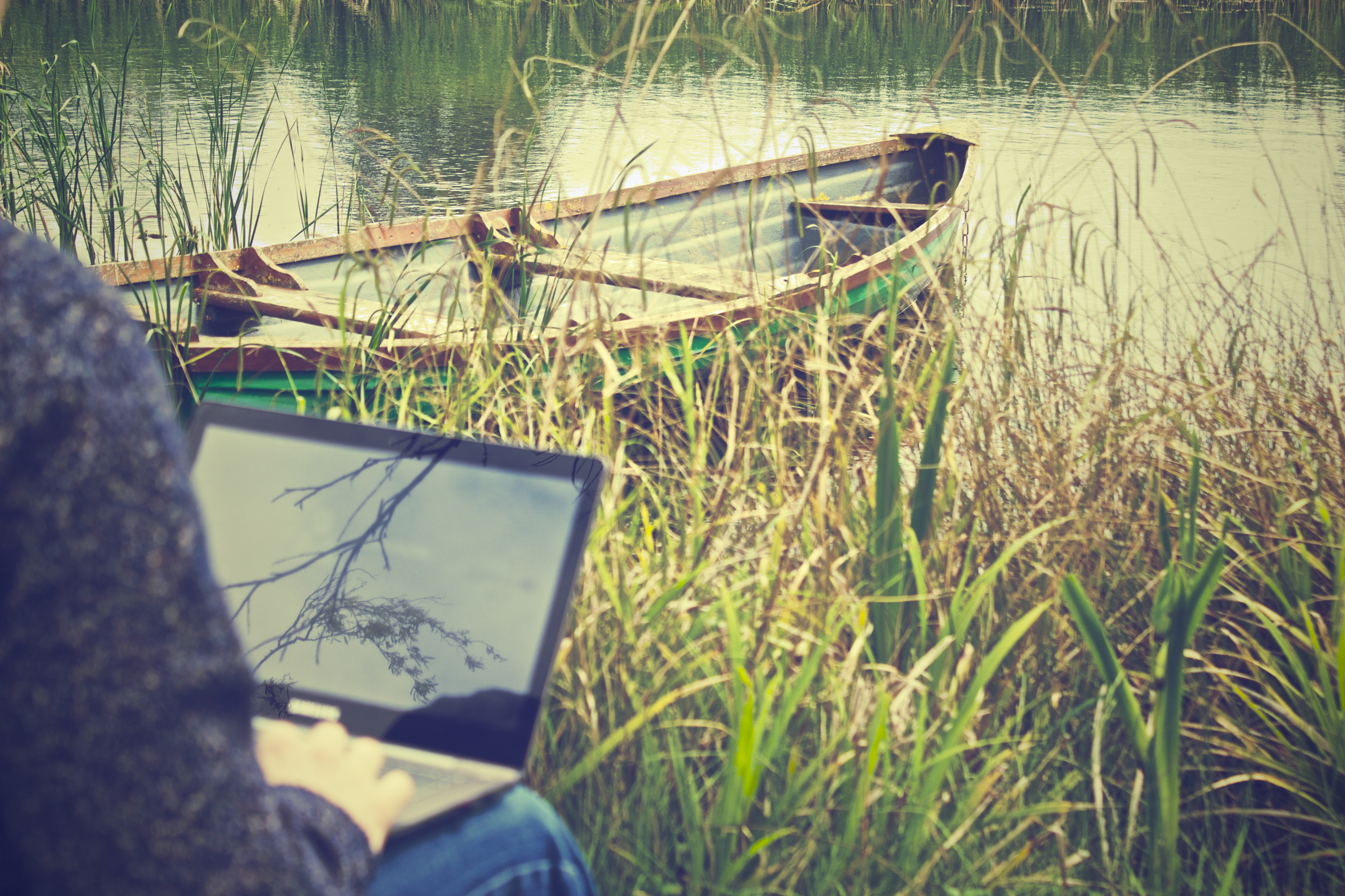 manage remote workers laptop-notebook-working-outside