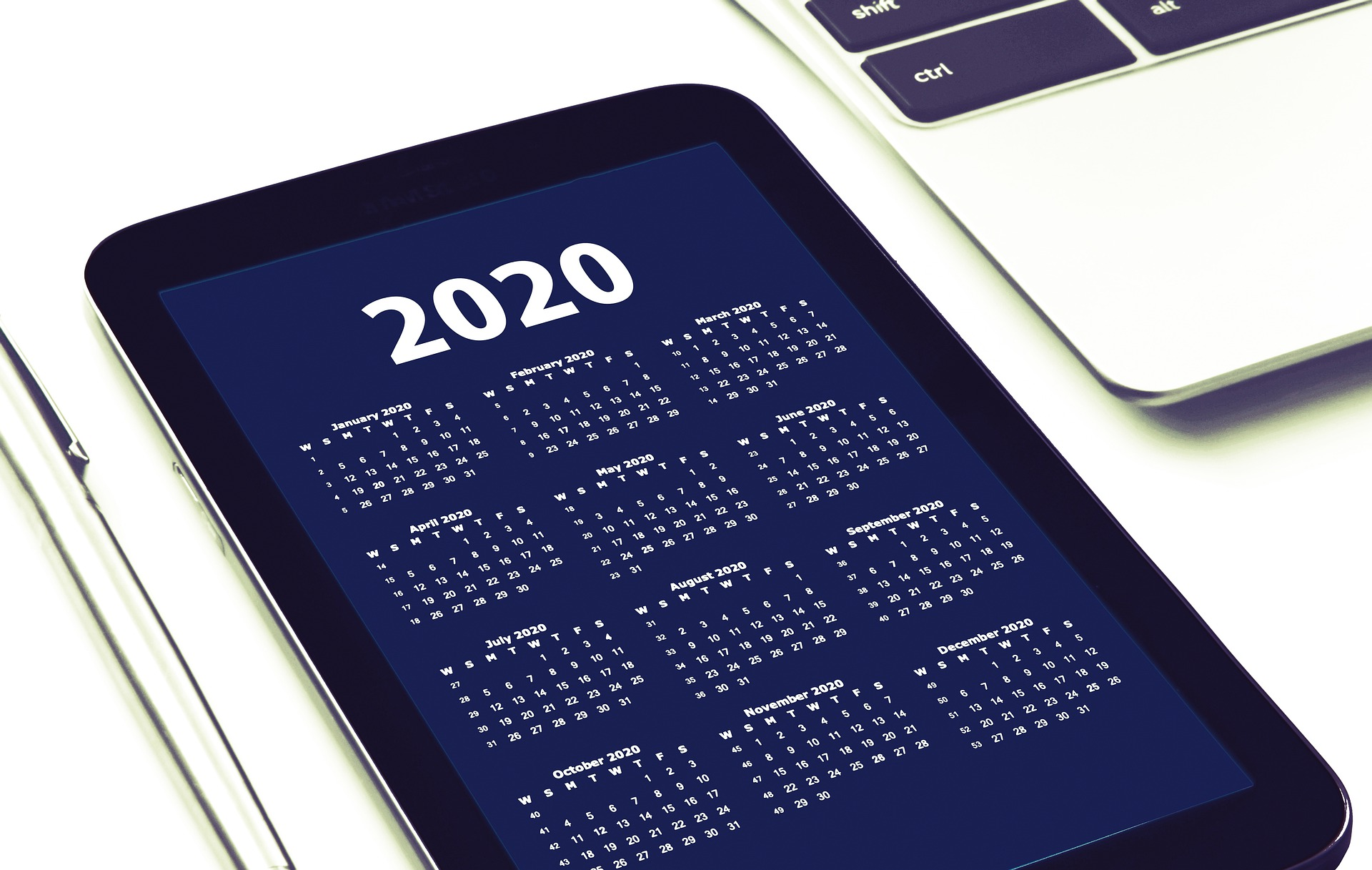 Use these 6 expert tips to improve your small business in 2020
