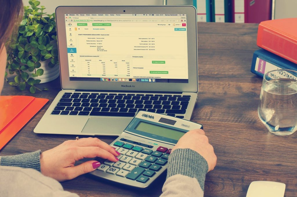 What are the benefits of having a business bank account as a sole trader?